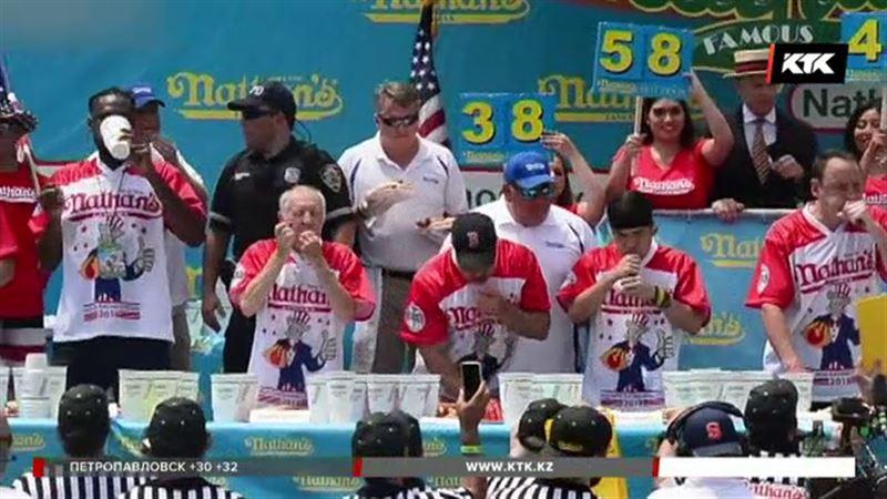74 хот-дога за десять минут – рекорд чемпионата