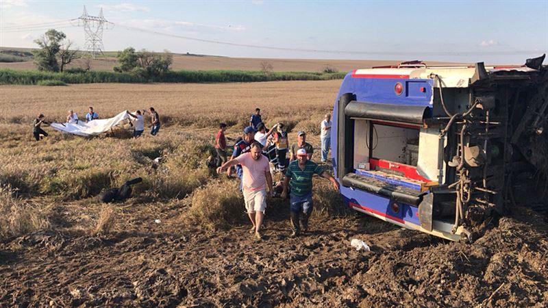 ФОТО: Темір жол апаты: 10 адам қаза болып, 73-і жарақаттанды