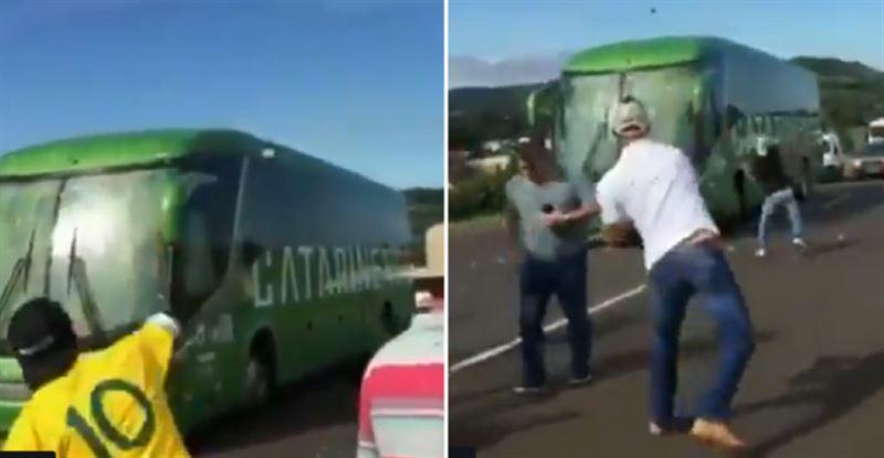 ФЕЙК: Бразильские болельщики забросали яйцами автобус сборной после возвращения с ЧМ-2018