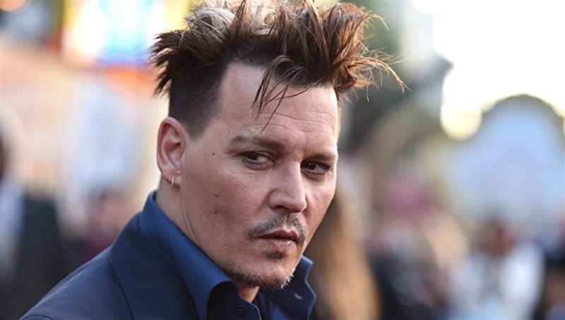 Актера Джонни Деппа обвинили в избиении