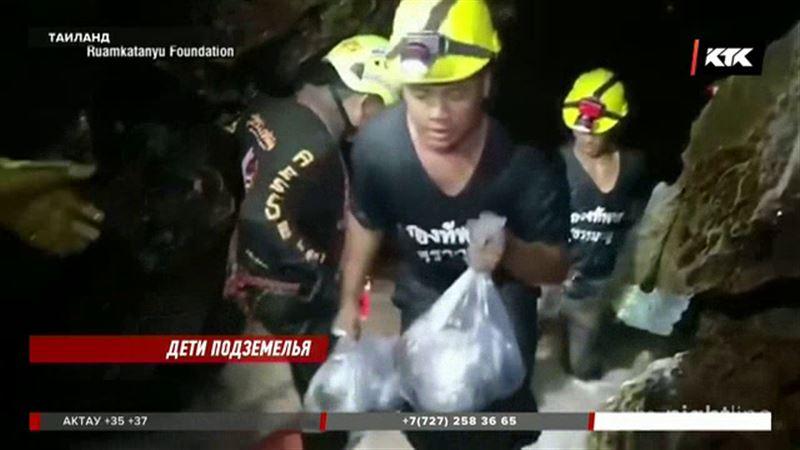В Таиланде из пещеры вызволили всех подростков