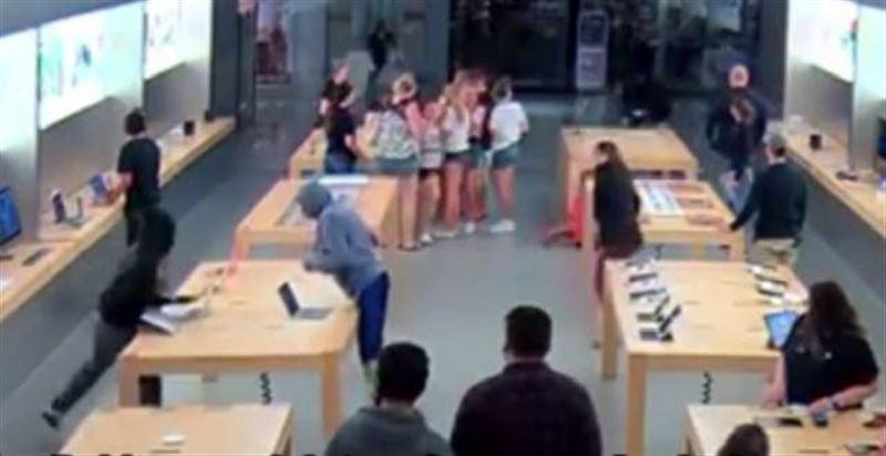 Воры разбогатели на 27 000 долларов, ограбив магазин техники всего за 30 секунд