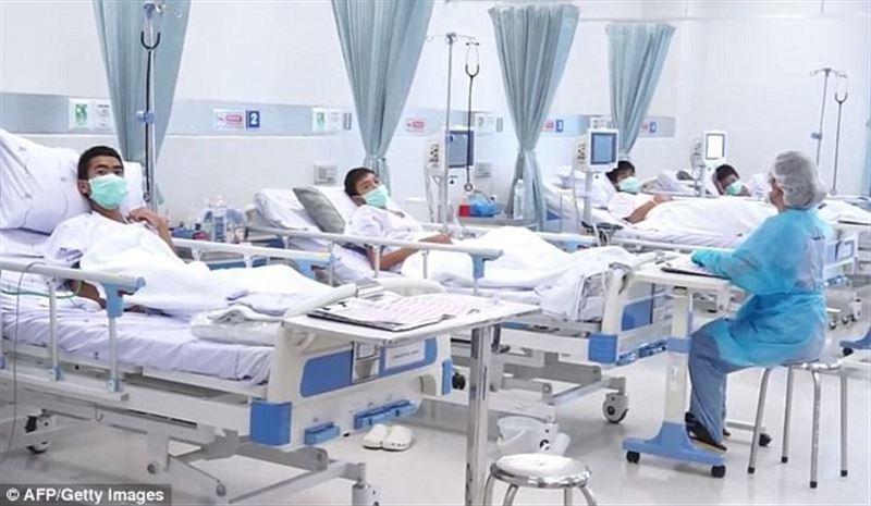 В Сети опубликовано видео со школьниками из больницы, которых вызволили из заточения в пещере