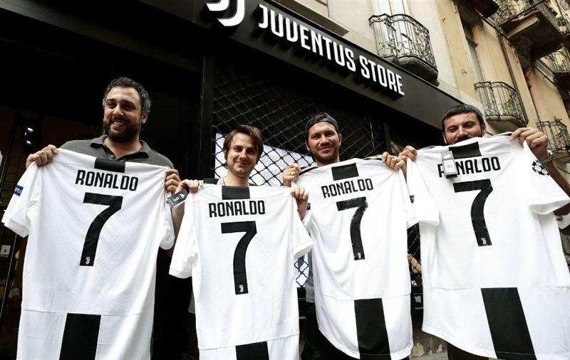 Роналдудың жаңа футболкасы минут сайын сатылуда