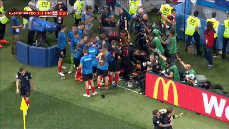 Фотограф, на которого свалилась сборная Хорватии, сделал пару невероятных снимков