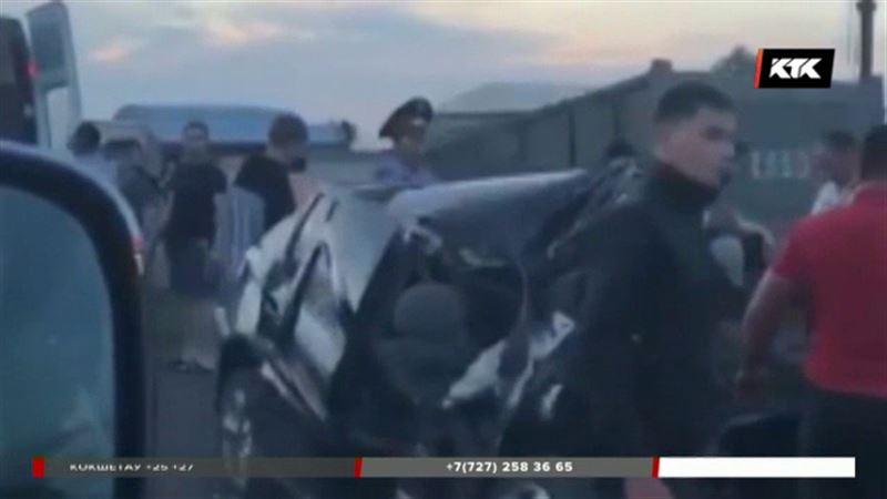 На карагандинской трассе «Фольксваген» на полной скорости врезался в КамАЗ