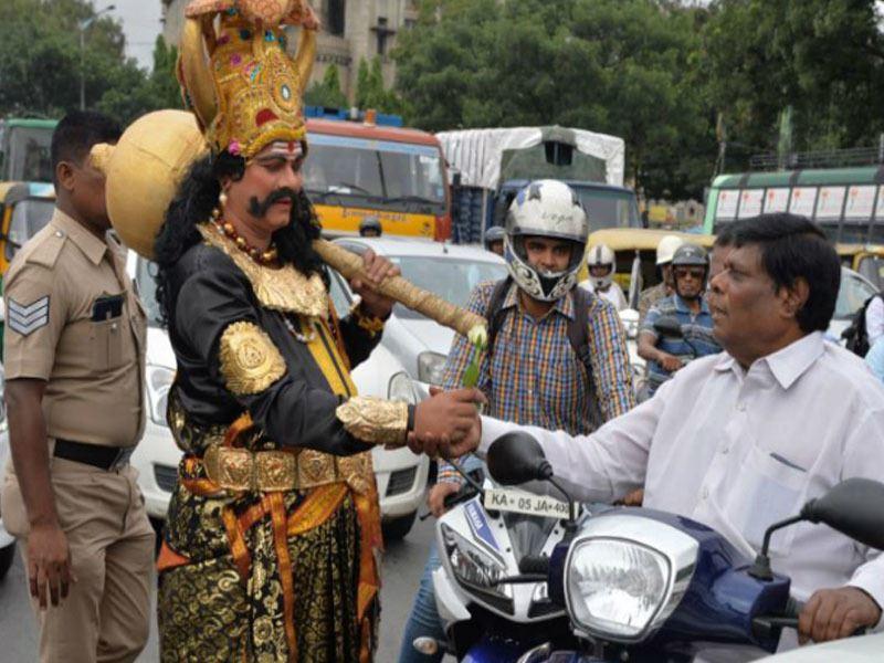 В Индии полиция борется с ДТП запугиванием Богом смерти