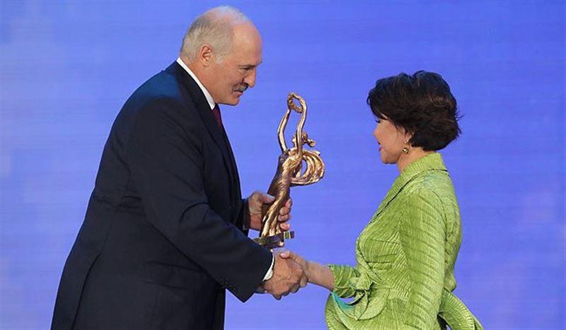 Роза Рымбаева получит специальную награду от Лукашенко