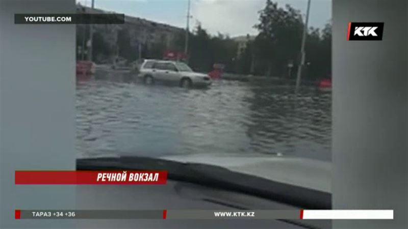 Железнодорожный вокзал в Астане затопило