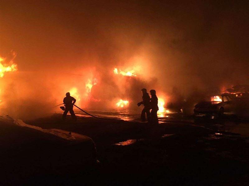 В Шымкенте на штрафстоянке сгорели 45 машин