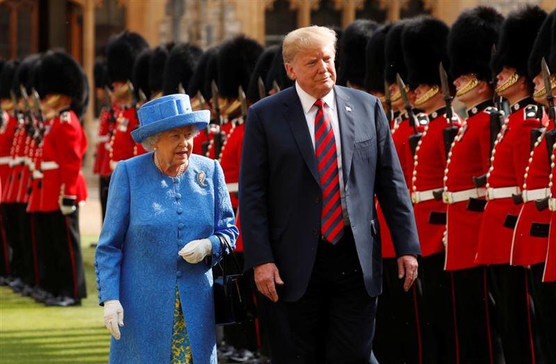 Трамп оконфузился на встрече с королевой Великобритании