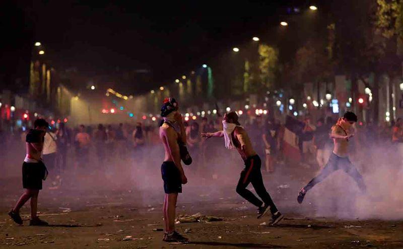 Французская полиция сообщила о беспорядках при праздновании победы сборной на ЧМ-2018