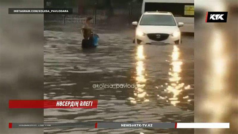 Павлодар тұрғындары төпелеп жауған жаңбырдан енді ес жия бастады
