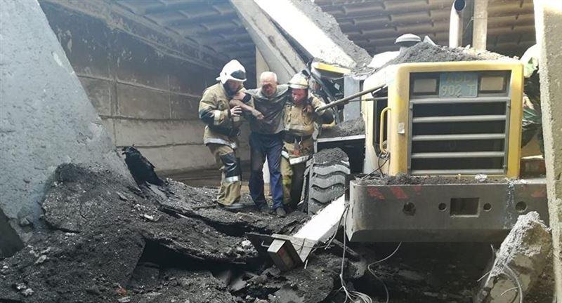 ФОТО: СҚО-да трактор жүргізушісінің үстіне бетон құлады