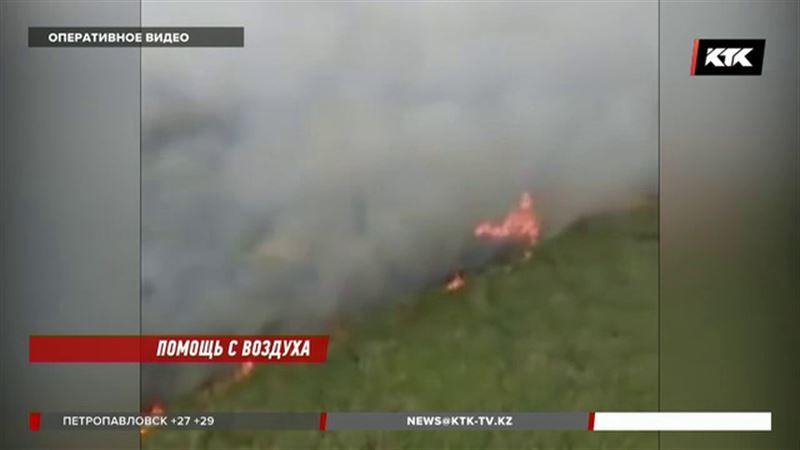 Чтобы локализовать пожар в Акжайыке, все-таки пришлось поднять вертолет
