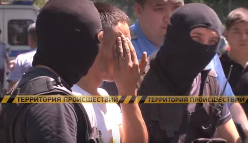 Подозреваемого в убийстве Дениса Тена привезли на место преступления