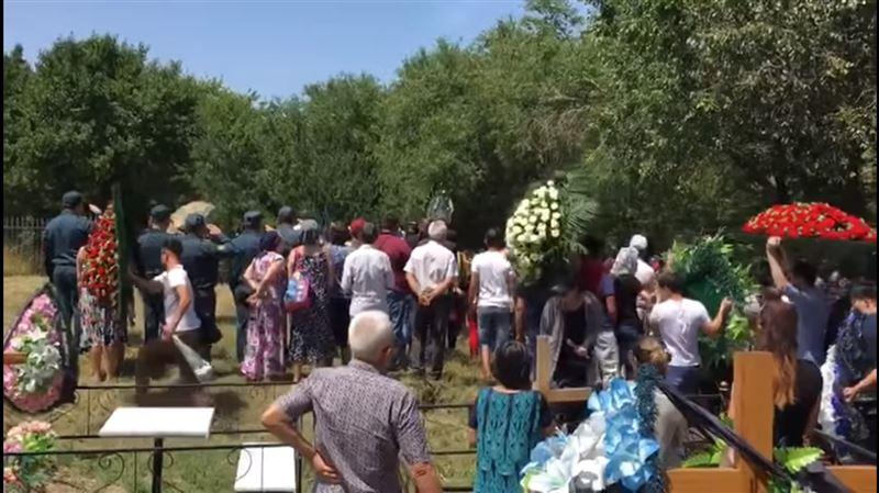 Похороны Дениса Тена прошли в поселке Дружба