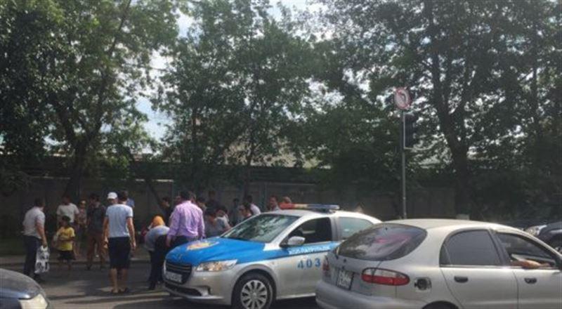 Астанада полицейлер 2 баланы қағып кетті