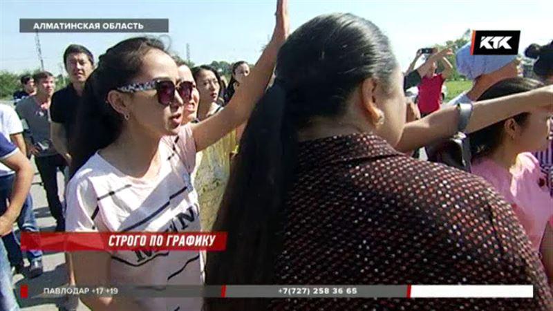 Работники фармзавода под Алматы говорят, что теряют сознание от непосильной нагрузки