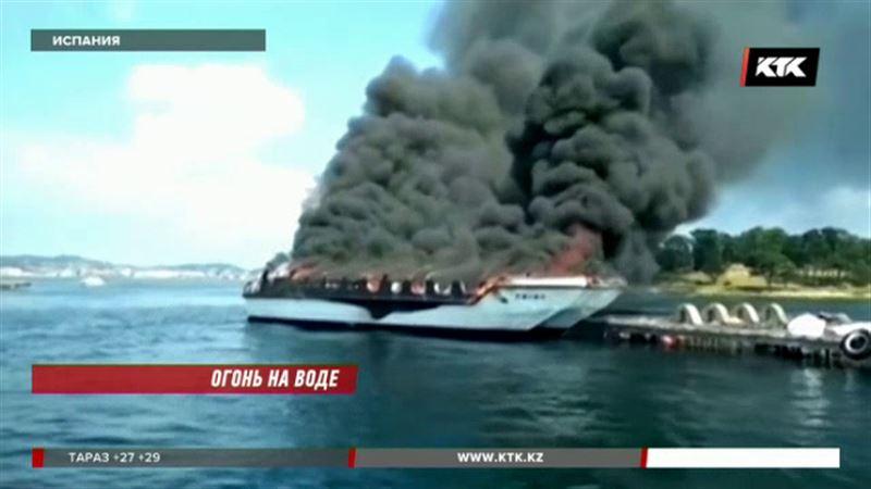 На катамаране в Испании случился пожар