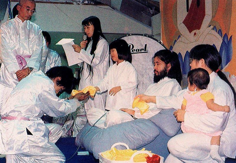 В Японии были повешены шесть сектантов «Аум Синрикё»