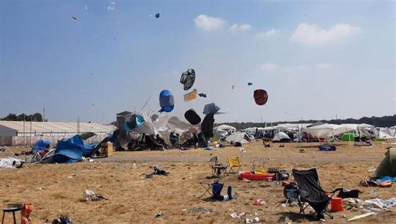 В Германии палаточный городок оказался снесен внезапным вихрем