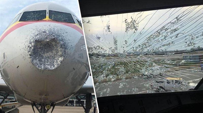 Пассажирский самолет, сильно пострадавший из-за града, экстренно сел в Китае