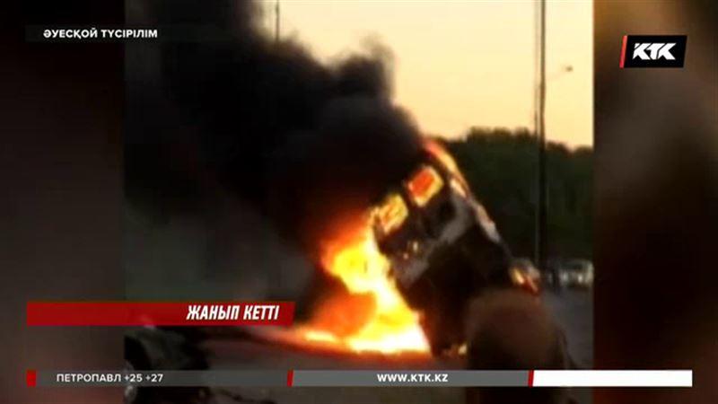 Түркістан облысында жолаушылар автобусы жанып кетті