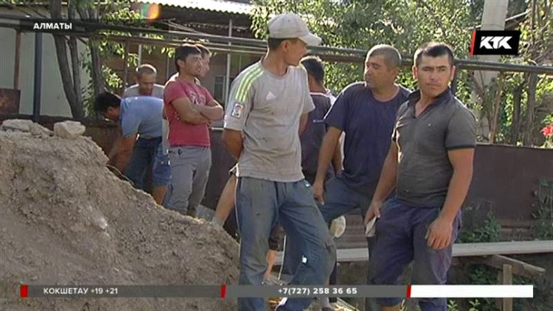 Почти тысячу гастарбайтеров оштрафовали в Алматы