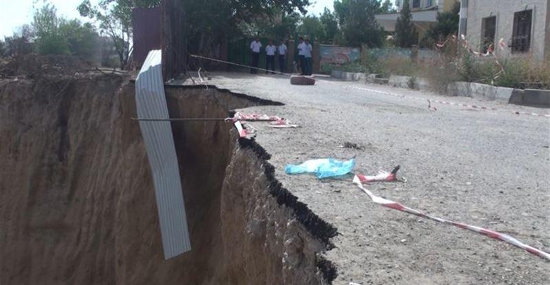 Обвал грунта произошел в Шымкенте