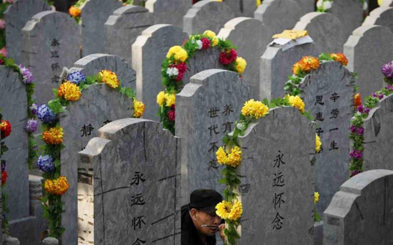 Қытай билігі өлген адамды жерлеуге тыйым салып жатыр