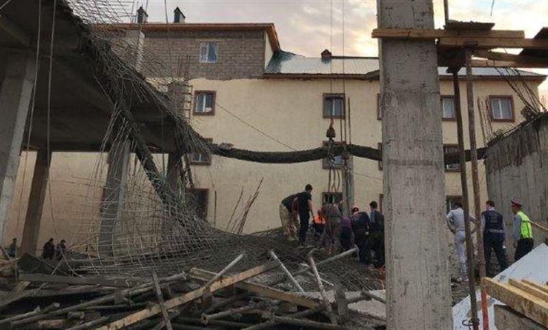 Троих рабочих вытащили из-под завалов рухнувшей в Астане новостройки
