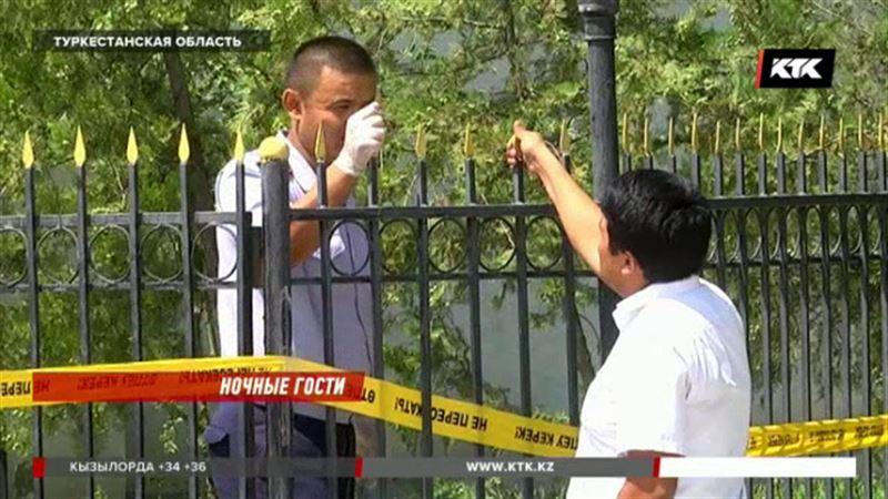 В Туркестанской области охранник самоотверженно защитил банкомат от грабителей