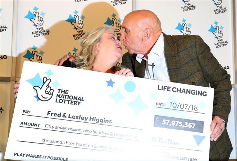 Пара пенсионеров из Шотландии выиграли в лотерею 75 000 000 долларов
