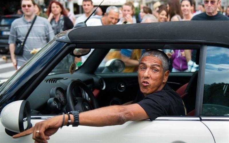 Звезду фильма «Такси» избили в Москве