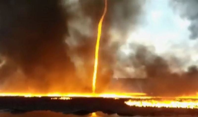 В Британии сняли на видео огненный смерч