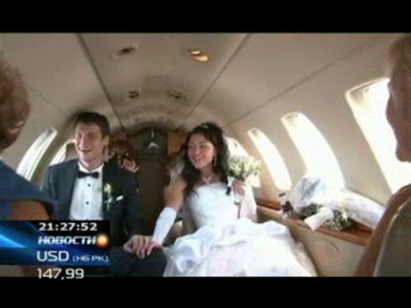 Браки свершаются на небесах. В Алматы состоялась необычная свадьба