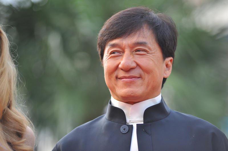 Джеки Чан со съемочной группой попал под селевой поток в Китае