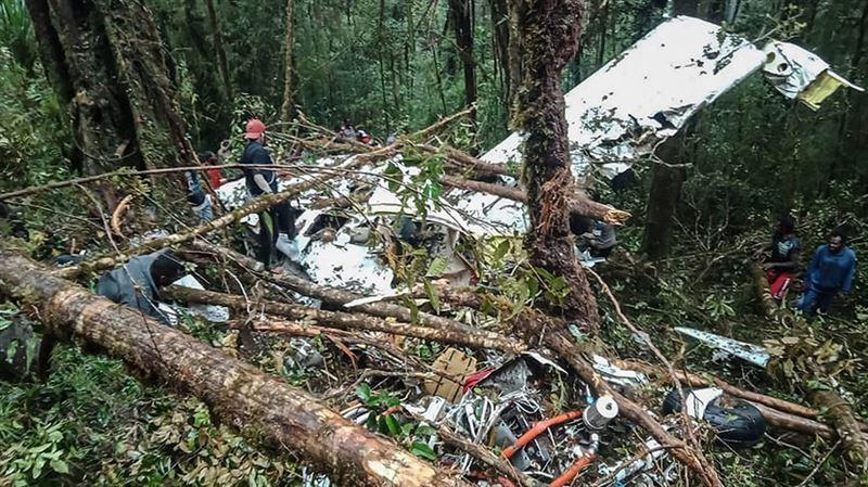 Найден пропавший самолет в Индонезии: восемь человек погибли