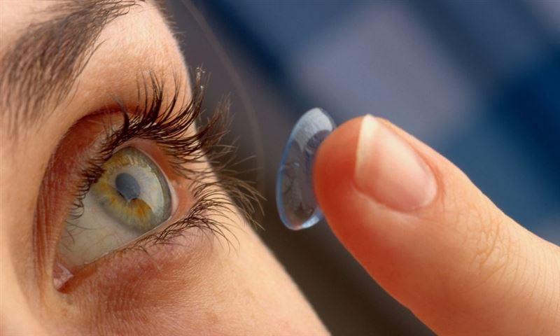 В Ирландии женщина ослепла из-за ношения линз в жару
