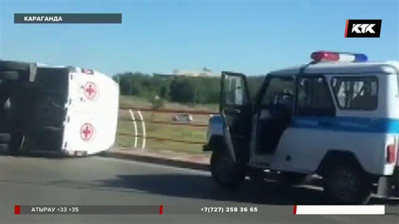Машина скорой помощи попала в ДТП в Караганде