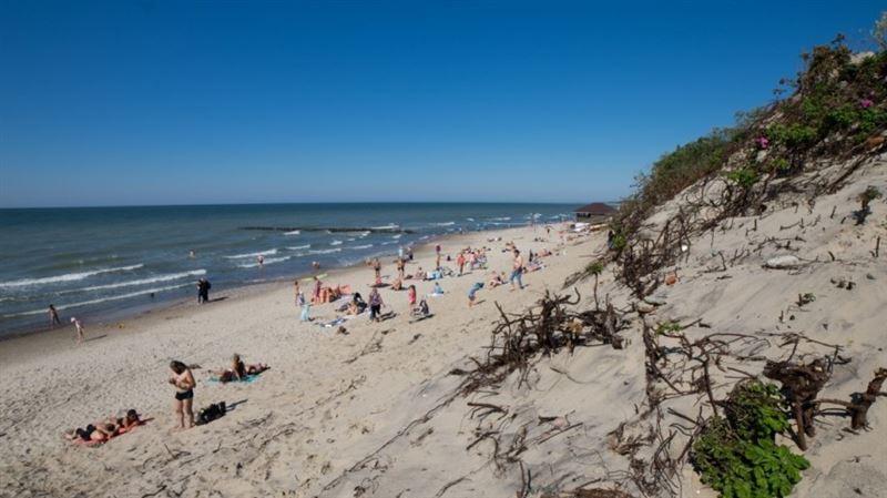 Во Франции турист выкопал на пляже яму и утонул в ней