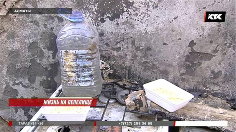 В Алматы сразу несколько семей живут прямо на пепелище