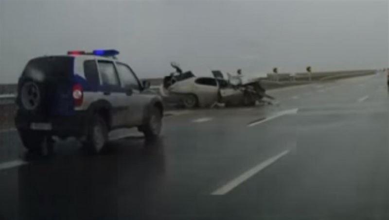 ВИДЕО: Маңғыстау облысында болған жол апатынан 4 адам зардап шекті