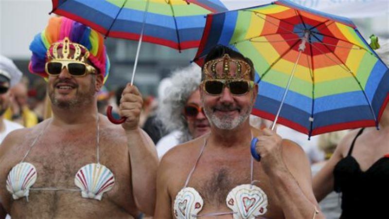 Алғаш рет гей-парад өткізуге рұқсат берді