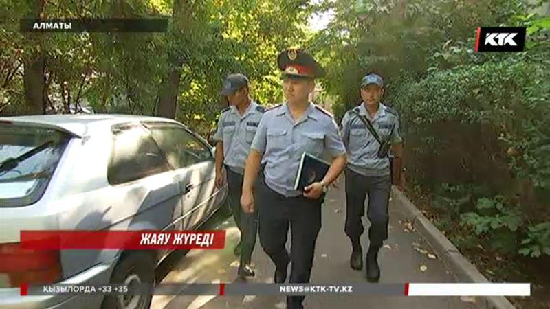Алматыда полицейлер аулаларды жаяу аралай бастады