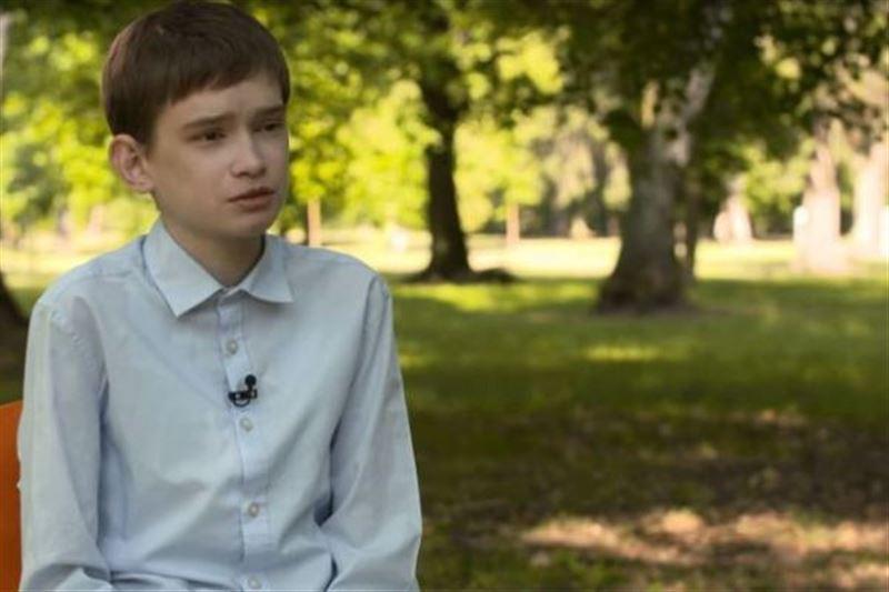 «Ненавижу этого мальчика»: 25-летний парень живет в теле подростка