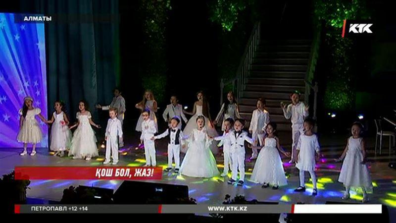 Алматылық оқушылар мектепке дайындалып жатыр