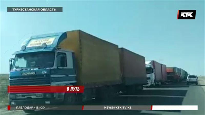 Сотни фур на границе с Узбекистаном «перераспределяют» по разным пунктам пропуска