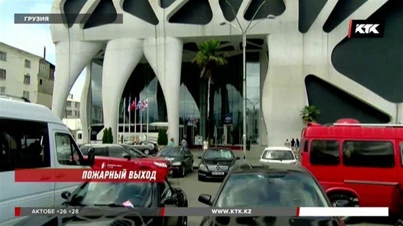 Триста туристов, приехавших в Грузию, оказались на улице